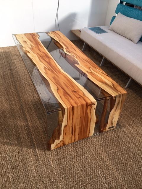 Réalisation d'une table basse avec l'inclusion du système transparent - Storez Menuiserie