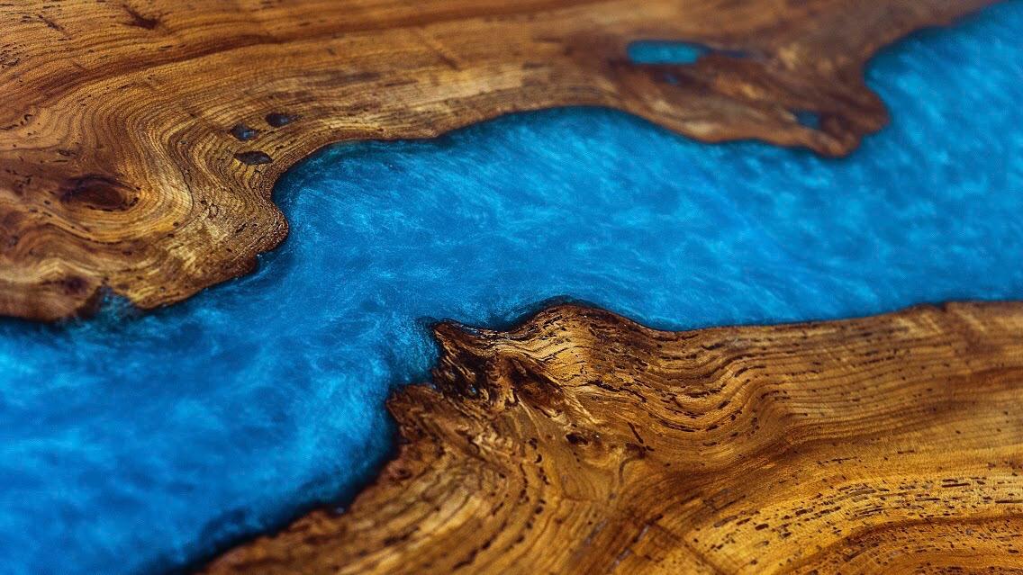 Table rivière en résine époxy bio-sourcée