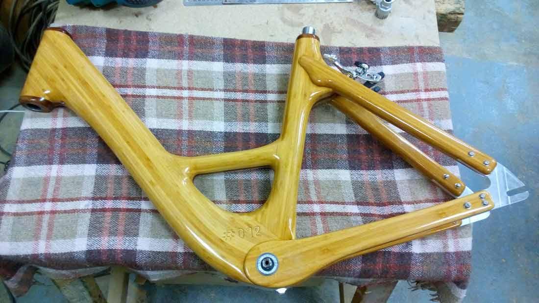 Création de cadres vélo en bois avec la résine époxy